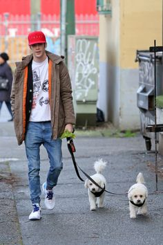 """""""Grant Gustin takes his dogs Jett and Nora for an early morning walk the day of his birthday [HQ] """" Flash Barry Allen, The Flash Grant Gustin, Snowbarry, Cw Series, Supergirl And Flash, Flash Arrow, The Cw, Dc Comics, Marvel"""