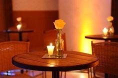 Nas recepções à noite, a vela é uma forte ferramenta na decoração, ela aparece nos centros de mesa!