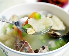 Find great information about Korean food here. Visit us to learn more about Korean Sujebi Asian Recipes, Ethnic Recipes, Hawaiian Recipes, Good Food, Yummy Food, Food Displays, Cooking 101, Man Food, Noodle Soup