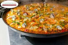 Paella is a Valencian rice dish that originated in its modern form in the century near lake Albufera, a lagoon in Valencia, on the east coast of Spain. Many non-Spaniards view paella as Spain's Seafood Paella, Seafood Dishes, Seafood Recipes, Cooking Recipes, Paella Food, Cooking Ham, Fish Recipes, Rice Dishes, Main Dishes