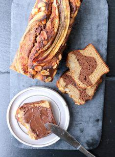 Du treng, 1 bananbrød*  3 store eller 4 små modne bananer  3 egg  150 g havremjøl  50 g speltmjøl  2 ts bakepulver  2 ss kakao