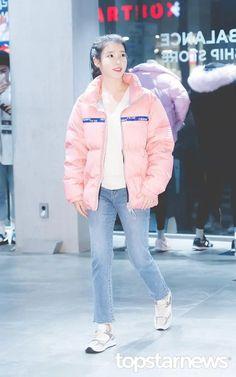 Iu Fashion, Korean Fashion, Winter Jackets, Smile, Cute, K Fashion, Winter Coats, Kawaii, Korean Fashion Styles