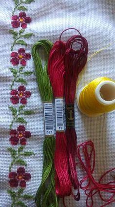 Gsgjs Simple Cross Stitch, Cross Stitch Borders, Cross Stitch Flowers, Cross Stitch Designs, Cross Stitching, Cross Stitch Embroidery, Cross Stitch Patterns, Hand Embroidery Design Patterns, Flower Patterns