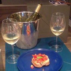 Hai mai provato ad accompagnare una semplice #frisella con uno #chardonnay ? #vinofrancese #clubdelvino #vinobianco #vinoacena #vinoincasa