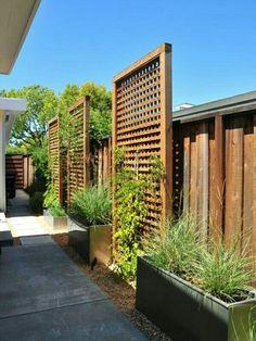 Inspiring Cheap Backyard Privacy Fence Design Ideas - Page 25 of 84 Cheap Privacy Fence, Privacy Fence Landscaping, Privacy Fence Designs, Small Backyard Landscaping, Backyard Fences, Landscaping Ideas, Patio Ideas, Pool Fence, Garden Privacy