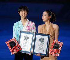 ギネス世界記録に認定された浅田真央(右)と羽生結弦=杉本康弘撮影