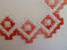 Hardanger Decke rot weiß