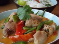 Slimming World Red Thai Curry Slimming World Chicken Dishes, Thai Chicken Curry, Thai Curry Paste, Red Thai, Basil Chicken, Main Meals, Cooking Recipes, Stuffed Peppers, Lose Weight