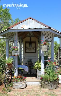 Eclectic farmhouse garden tour of Gypsy Farm Girl - she has the most unique container ideas! ecleticallyvintage.com
