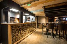 Bar Restaurant LE DOCK à Saint-Malo - Architecture intérieure par l'agence LABEL ETUDES Bar Restaurant, Conference Room, Architecture, Table, Furniture, Home Decor, Arquitetura, Decoration Home, Room Decor