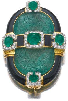 Brooches : Emerald enamel and diamond brooch/pendant David Webb. Of buckle design set
