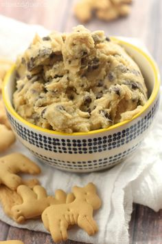 This Tagalong Cookie Dough Dip is that amazing chocolate and peanut butter Girl Scout cookie, broken down into cookie dough dip form!