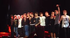 1D and 5SOS crew for the last show of TMH for 5SOS