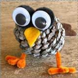 Omg, too cute!!! Pinecone owl craft. Pom poms for eyes with google eyes glued on front. Pipe cleaner legs. Felt beak and tail.