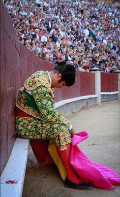 Hard day at work José Thomas Matador Costume, Human Poses, Valencia, Mexico, Photos, World, Etsy, Inspiration, Beautiful