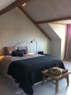 Alle timmerwerkzaamheden verzorgd op deze zolder: bedkant Farmhouse Style, Master Bedroom, Rustic, Sleeping Beauty, Bedrooms, Inspiration, Furniture, Kitchen, Design
