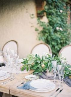 3 Benefits of Having a Small & Intimate Wedding | #weddingplanning #weddingplanningtips #weddingadvice #weddingtips #weddingreception #weddingreceptionideas #gardenwedding #intimatewedding #smallwedding #elope #elopement