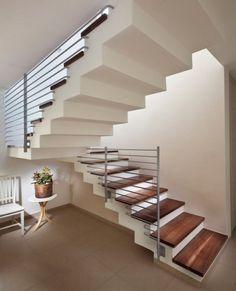 Diseño de escaleras con barandas horizontales