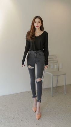 Skinny Fashion, Fashion Pants, Jeans Outfit Summer, Summer Outfits, Sexy Asian Girls, Korean Outfits, Asian Style, Daily Fashion, Casual Wear