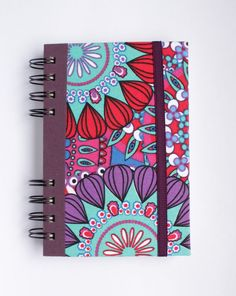 Cuaderno chico con estampado psicodelico