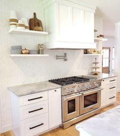 Kitchen Hood Design, Kitchen Hoods, Backsplash Kitchen White Cabinets, White Marble Kitchen, Gray Cabinets, Backsplashes With White Cabinets, White Cabinet Kitchen, White Brick Backsplash, Inset Cabinets