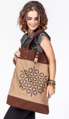 Коричневая сумка ChintaMani из плотного хлопка с орнаментом, бохо стиль. boho style bag ChintaMani http://indiastyle.ru/products/zhenskaya-sumka-trikattu 3360 рублей