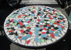 How to Make Mosaic Table with Ceramic Tiles .   Ceramic Tile Design.  Mosaic Design ideas  for an old table.  Create a Table with Ceramic Tiles
