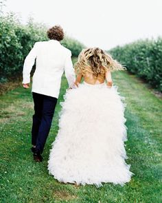Marital Bliss - Rebecca and Todd, Bridgehampton NY - Martha Stewart Weddings (bride wore Monique Lhuillier Meriah gown)