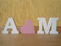 Letras Decorativas com coração.  Letras decorativas e personalizadas para qualquer ambiente.   Confeccionadas em MDF de 15mm e pintadas a mão com tinta PVA e finalizado com verniz acrílico. Altura: 20cm  Podem ser colocadas em cima de um móvel, prateleira e também podem ser fixadas à parede. Decore a mesa de aniversário, batizado, casamento, bodas e afins.  Fazemos em outros tamanhos, espessuras, cores e fontes.  O PREÇO DE R$85,00 É PARA 2 INICIAIS E 1 CORAÇÃO.  Consulte-nos. R$ 85,00
