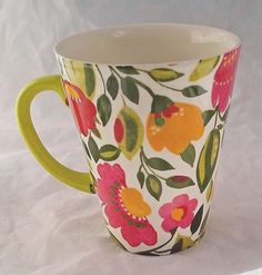 Bright floral mug Painted Mugs, Hand Painted Ceramics, Glass Ceramic, Ceramic Cups, China Painting, Ceramic Painting, Clay Art, Pottery Art, A Table