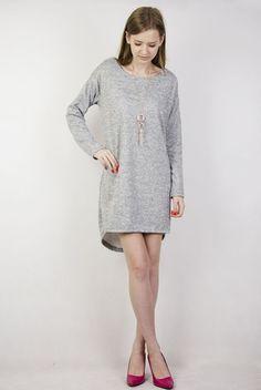 Szara sukienka z ażurowym zdobieniem na plecach + wisiorek