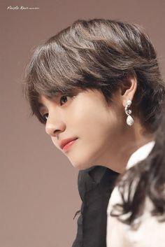 Taehyung ❤️🦊 Cre: On pic Bts Taehyung, Bts Bangtan Boy, Seokjin, Namjoon, Foto Bts, Daegu, Btob, Mamamoo, V Bts Cute