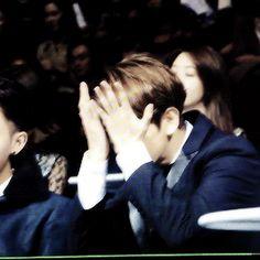 Baekhyun waiting for the result at MAMA 2014 (2/2)