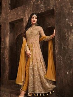 Buy designer salwar kameez, bridal sarees, lehenga choli at discount offers from ZaraaFab UK. Shop our new festive collection of ladies and indian pakistani dresses up to off. Abaya Fashion, Fashion Pants, Look Fashion, Fashion Dresses, Indian Fashion Salwar, Pakistani Fashion Party Wear, India Fashion, Ethnic Fashion, Womens Fashion