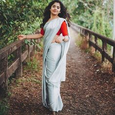 Find 21 Traditional Puff Sleeve Blouse Designs & Ideas Here Kerala Saree Blouse, Indian Sarees, Traditional Blouse Designs, Saree Poses, Stylish Girls Photos, Beautiful Girl Image, Beautiful Women, Indian Designer Outfits, Indian Beauty Saree