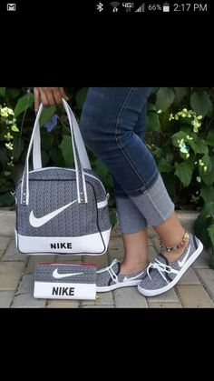I love these nike air athletic sneakers ! Sneakers Fashion Outfits, Nike Fashion, Nike Outfits, Fashion Bags, Fashion Shoes, Shoes Sneakers, Nike Air Shoes, Hype Shoes, Designer Shoes