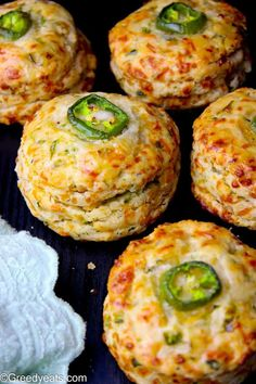 Flaky, buttery, perfectly spiced and over loaded with cheese, these Jalapeno Cheddar Biscuits are nothing like ordinary buttermilk biscuits! Jalapeno Cheddar, Jalapeno Recipes, Jalapeno Cheese Bread, Cheddar Cheese Recipes, Homemade Buttermilk, Buttermilk Biscuits, Recipe For Homemade Biscuits, Garlic Cheddar Biscuits, Savoury Biscuits