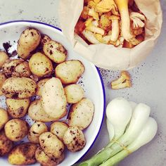 Classic Chanterelle sauce with potatoes Finnish Recipes, Potato Recipes, Cravings, Scandinavian, Recipies, Potatoes, Vegetables, Hot, Classic