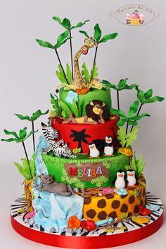 penguins of madagascar cake Jungle Safari Cake, Safari Cakes, Safari Theme, Fancy Cakes, Cute Cakes, Madagascar Cake, Artist Cake, Movie Cakes, Lion King Cakes