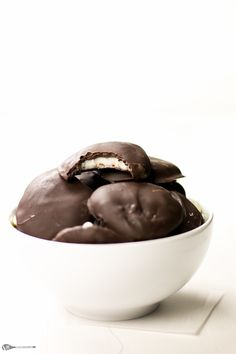 Homemade Peppermint Patties recipe made so easy with only 4-Ingredients. An all-natural, no-bake peppermint patty with simple ingredients plus all that peppermint chocolate flavor you love and can't stop eating. (Gluten-Free, Dairy-Free & Vegan)