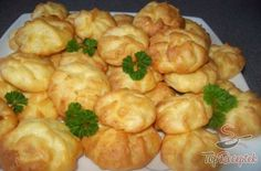 Duchess potatoes - a great accompaniment to meat dishes Healthy Eating Tips, Healthy Recipes, Ital Food, How To Cook Potatoes, Vegetable Drinks, Food Design, Food Dishes, Food To Make, Food And Drink