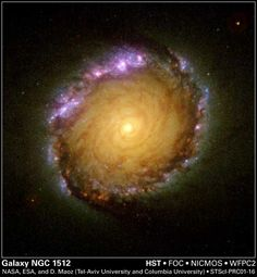 HubbleSite - NewsCenter - Hubble Unveils a Galaxy in Living Color (05/31/2001) - Release Images