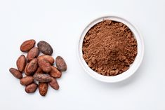 What is cacao powder? If you want to know how to use cacao & what the nutritional benefits fo cacao powder are, read on! Cacao Health Benefits, Cacao Powder Benefits, Raw Chocolate, Decadent Chocolate, Healthy Chocolate, Healthy Diet Recipes, Raw Food Recipes, Smoothie Recipes, Healthy Tips