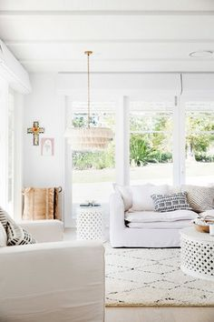 Three Birds Renovations - Bonnie's Dream Home - Adults Retreat. All white living room with white sofa, white walls, and boho chandelier. Home Modern, Interior Modern, Modern Living, Modern Homes, Luxury Interior, Living Room Inspiration, Home Decor Inspiration, Decor Ideas, Living Room Decor