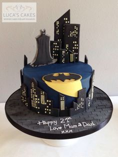 I like the look of the building windows- Batman cake