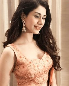 Warina Hussain in Kalki magenta lehenga and peach blouse Bollywood Girls, Indian Bollywood, Bollywood Celebrities, Bollywood Actress, Bollywood Stars, Indian Tv Actress, Indian Actresses, Stylish Clothes For Women, Stylish Outfits