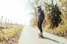 Do you want to learn how to ride an electric skateboard? Then this article is exactly for you. I'm an electric skateboarder myself and crafted with a lot of research and my own knowledge this beginner's guide. First, you want to be sure that you find your right front and your right back food. S Electric Skateboard, Longboarding, Makeup Organization, Body Weight, Knowledge, Week 5, Skateboarding, Food, Longboards