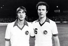 Cruijff (a sinistra) e Beckenbauer (a destra) nei New York Cosmos