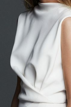 TIMO, long sleeveless dress in milk-white cady, unique for its elegant draping and dipped hem that play with roomy and tight-fitting volumes. A contemporary style that highlights harmonious and sinuous lines. Estilo Fashion, Boho Fashion, Fashion Dresses, Womens Fashion, Fashion Trends, White Fashion, Moda Chic, Bohemian Mode, Minimal Fashion