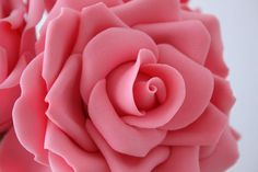 How to make gum paste roses {CakeJournal} <3